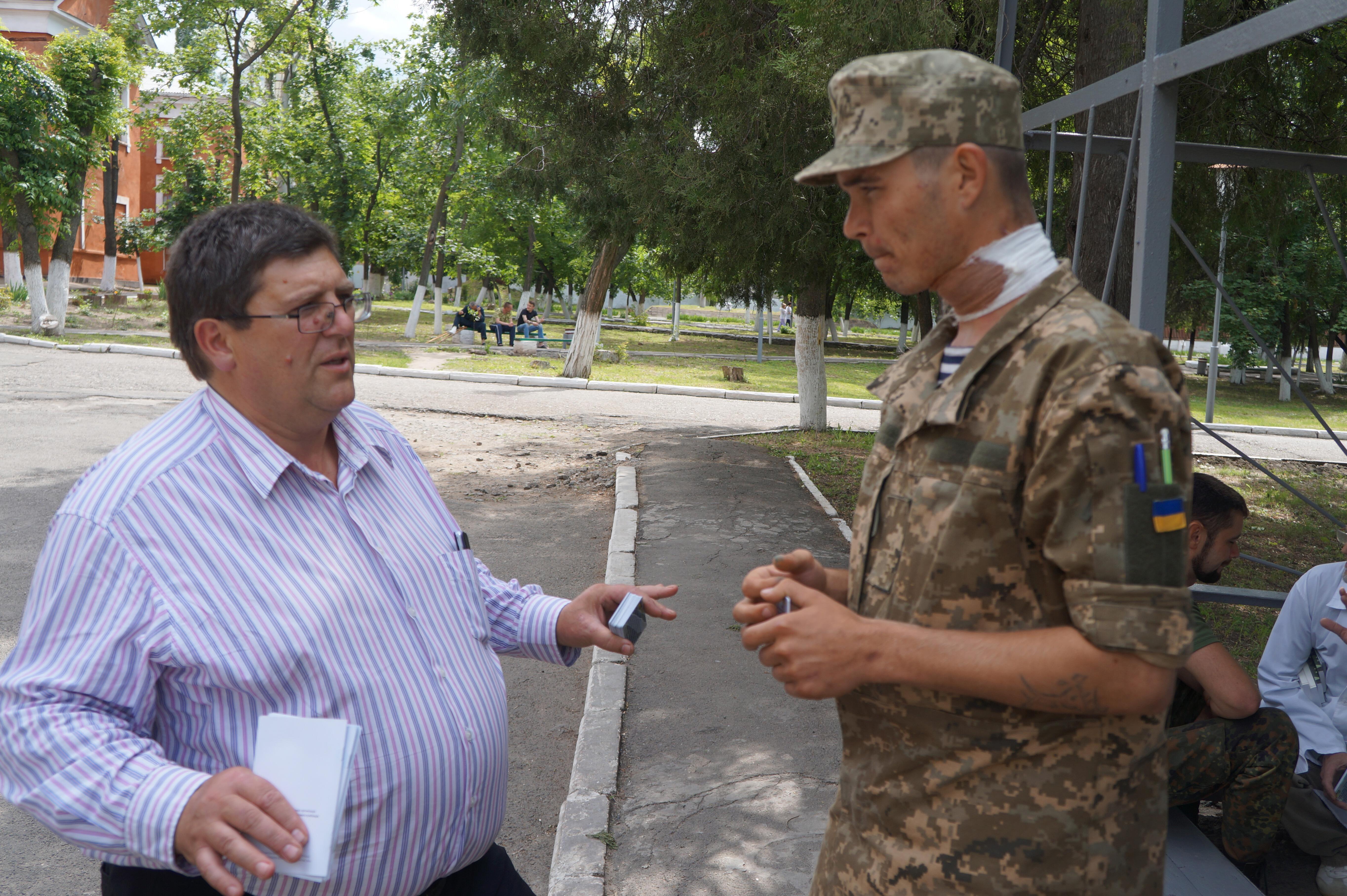 16 June, Hosp Chapl, Mil Hosp, Mykola City, Mtg soldiers(3)